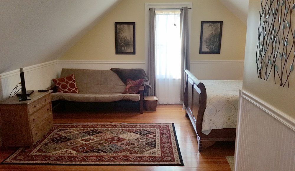 Katy Trail Bed and Breakfast - Attic Suite - seating area