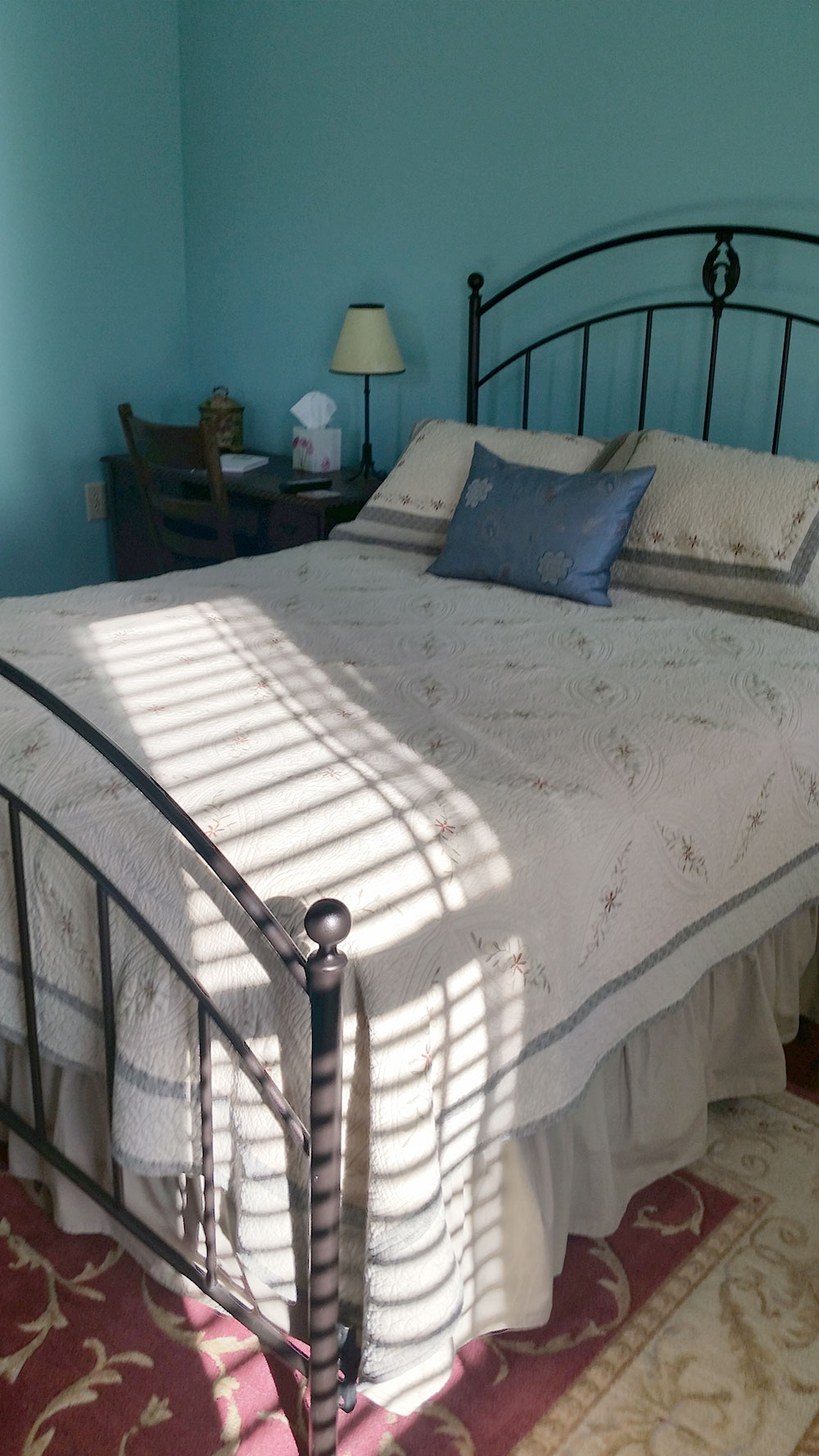 Katy Trail Bed and Breakfast - Jefferson Room - bed and nightstand