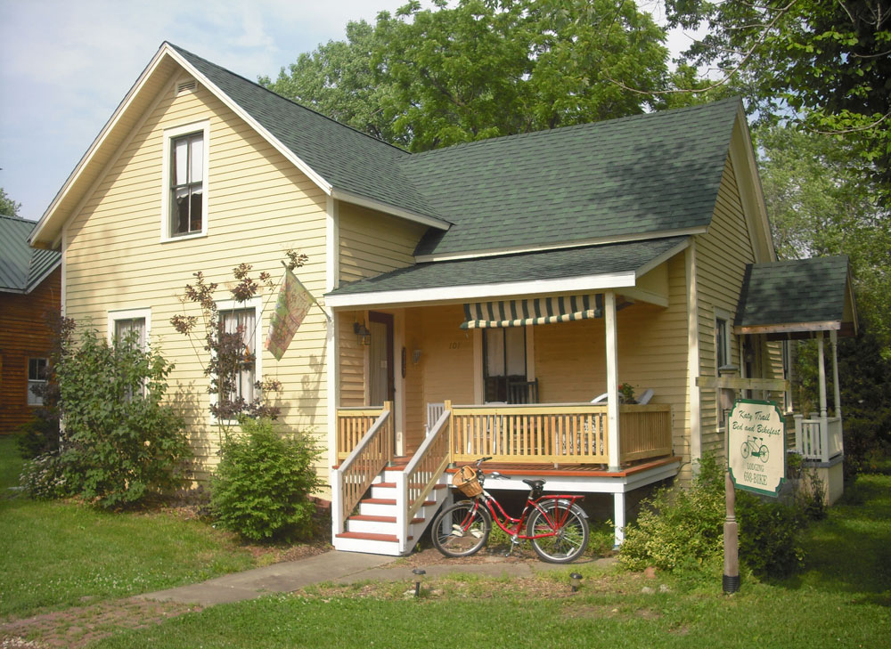 Katy Trail Bed and Breakfast - porch