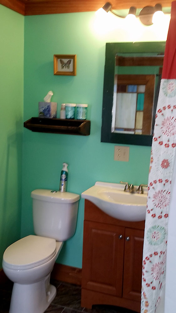 Katy Trail Bed and Breakfast - Biker's Bungalow - bathroom